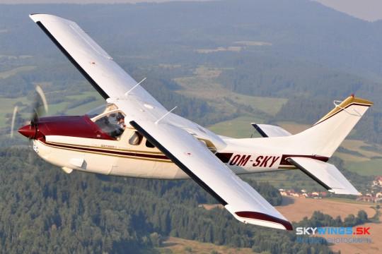 Cessna P210N OM-SKY