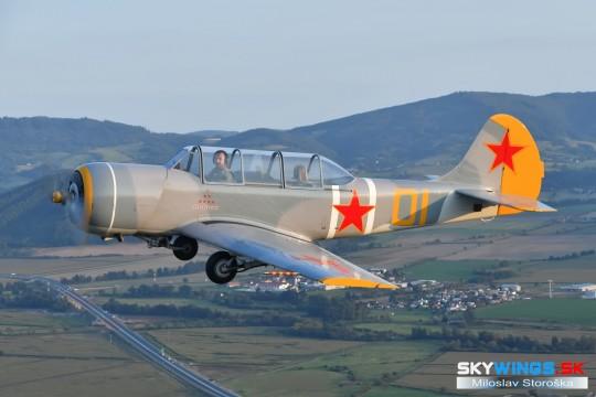 YAK 52 G-YKSZ