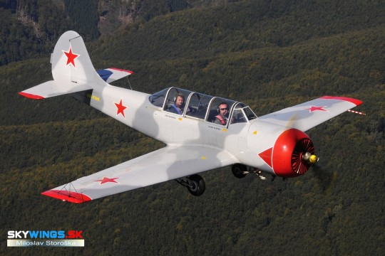 YAK-52 OM-YAK